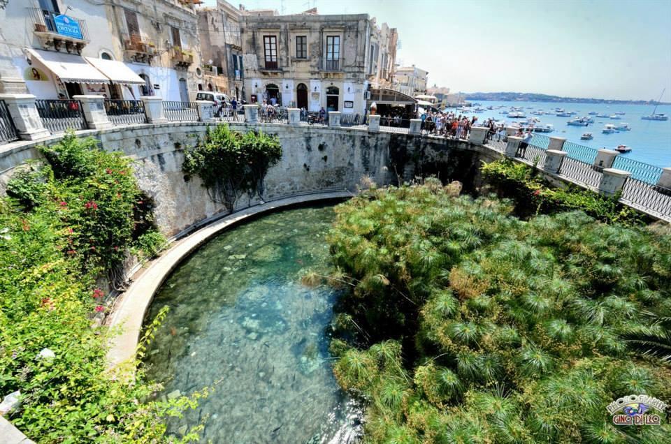 Sicilian myths and legends: FONTE ARETUSA