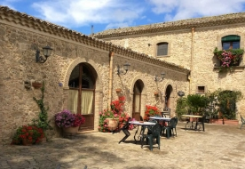 Cellars & Wineyards Holiday in Sicily -Sicilian tipical house