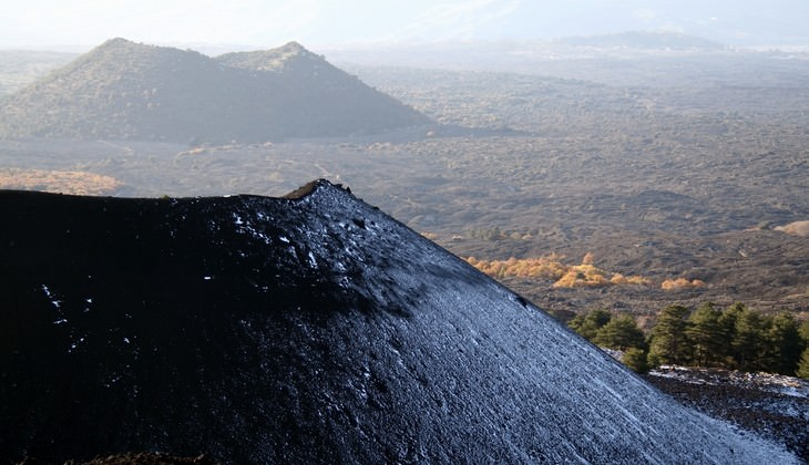 hiking Etna - trekking in the mountains