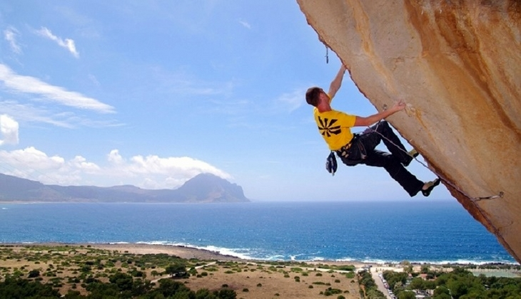 Sport & Adventure Holiday in Sicily -Free climbing in Italy