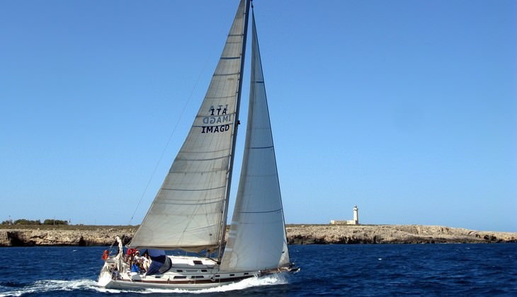 Sailing classes in Italy - boat driving license