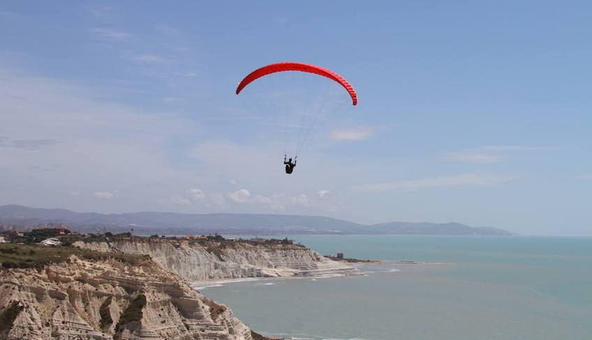 Sport & Adventure Holiday in Sicily -Paragliding in Italy