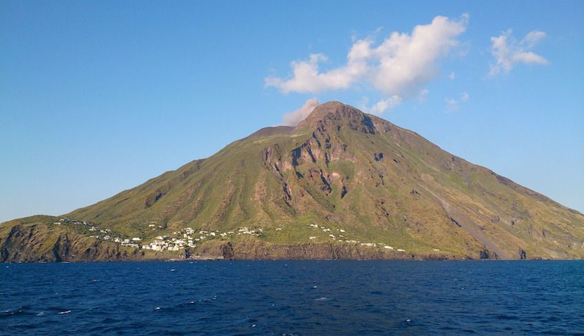 aeolian islands tour -