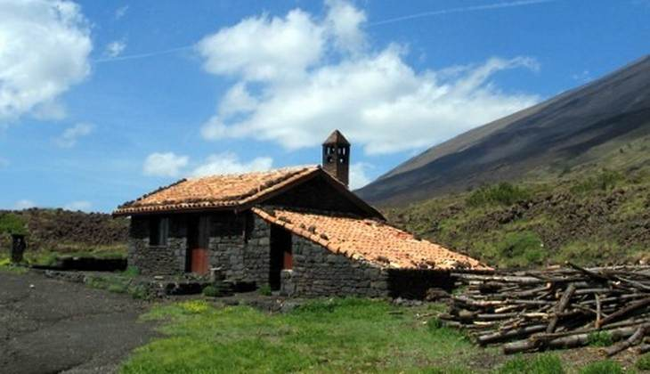 Hiking Etna - trekking in the volcano